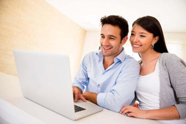 computer-couple-620